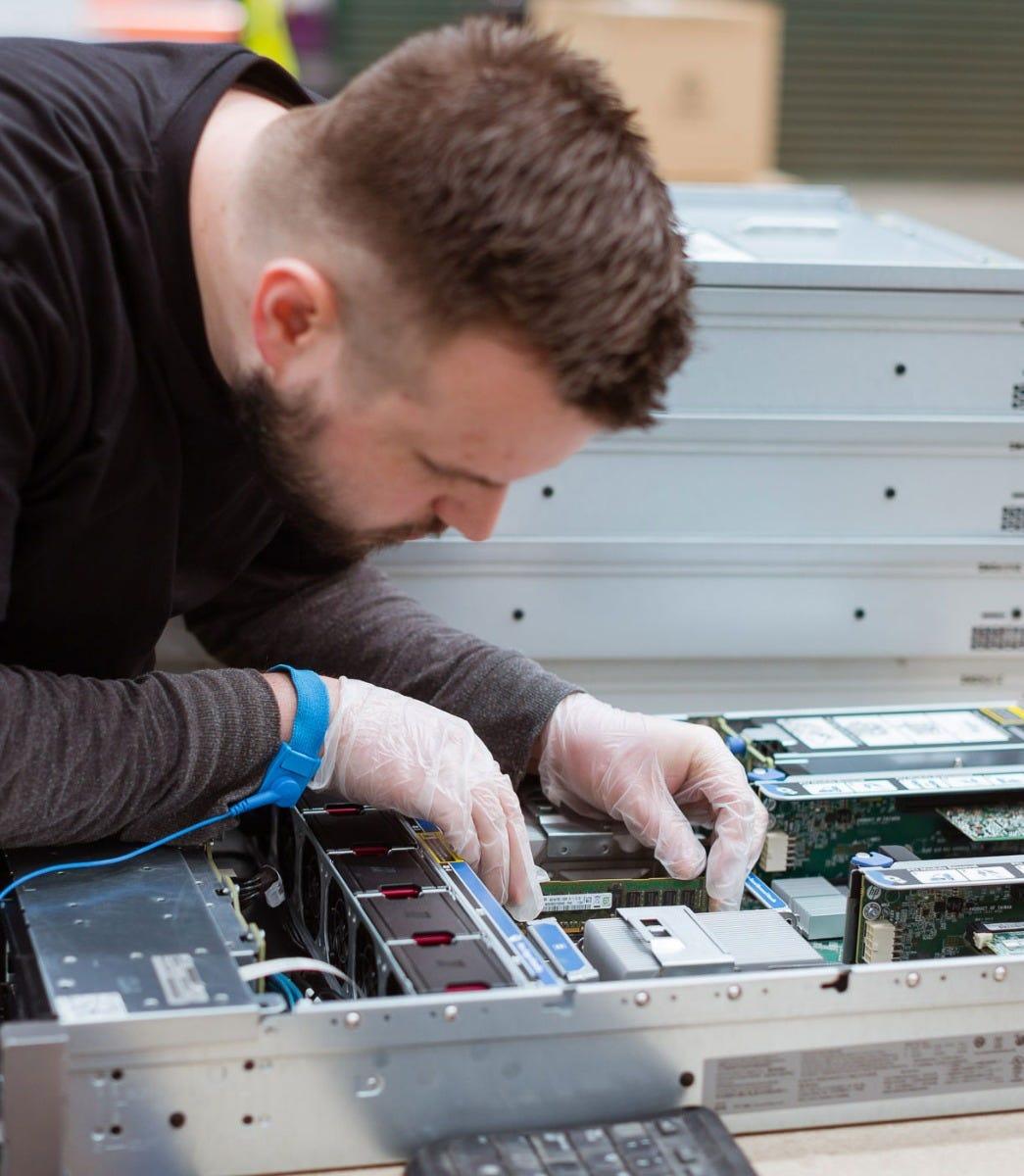 CTO Server Möglichkeiten einschlieβlich Memory, CPUs, PSUs und HDDs